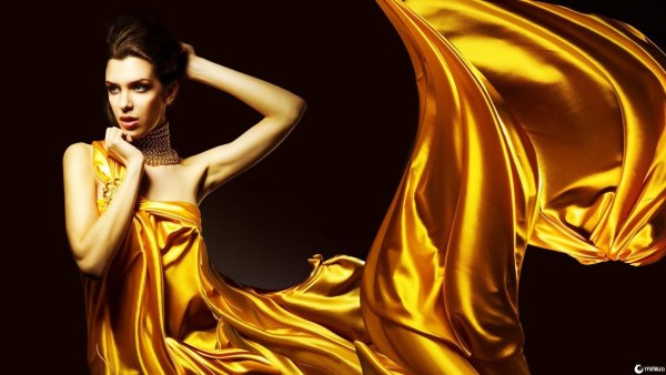 a_lady_in_golden_dress
