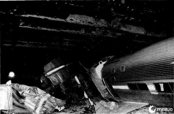 Rar-92-01_amtrak_wreck_coaches_2