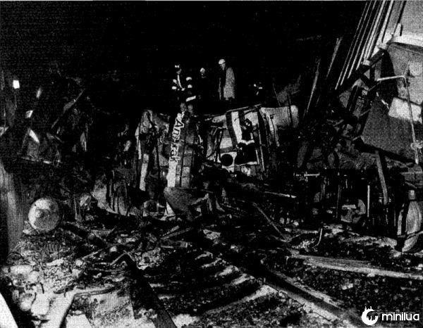Rar-92-01_amtrak_wreck_locomotive