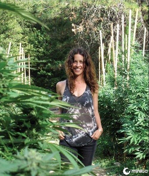 Alanis-Morisette-in-High-Times-marijuana-9246300-805-1015