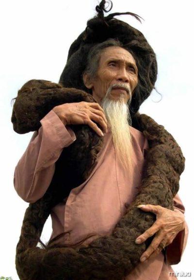 Tran-Van-Hay-longest-hair