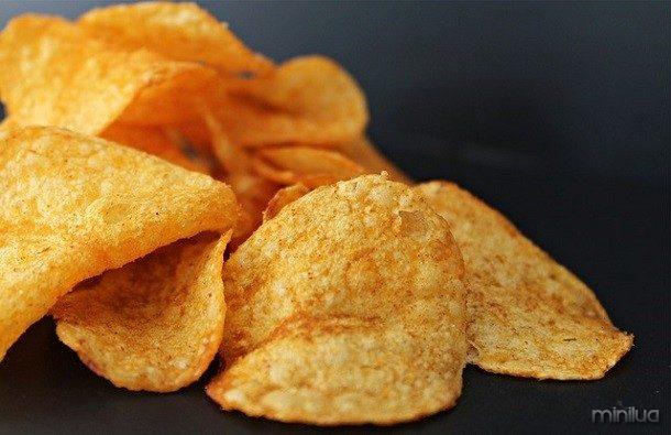 chips de batata ou batatas fritas