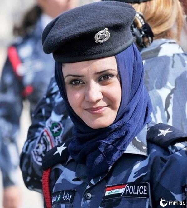 beautiful-female-police-officers13