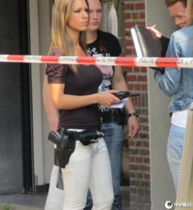 beautiful-female-police-officers16
