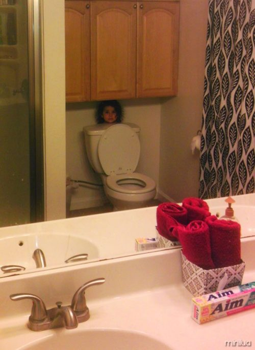 funny-kids-playing-hide-and-seek-451__605