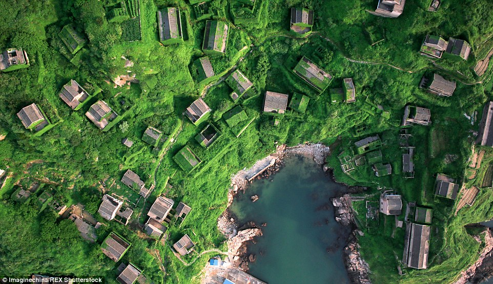 2A1A99FF00000578-3144528-This_abandoned_fishing_village_on_Shengshan_Island_Zhejiang_prov-a-18_1435671620232