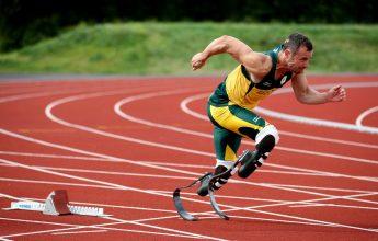 Oscar Pistorius durante uma sessão de treinamento em Mayesbrook Parque Arena, Barking, Inglaterra