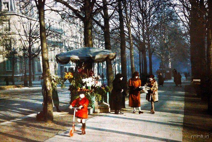 Mulheres em uma das ruas de Paris, 1914