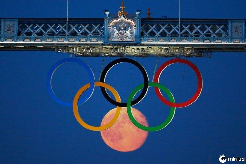 Full-moon-olímpico-anéis-londres-ponte-2012