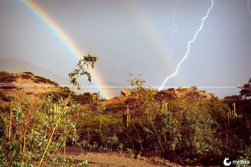 Relâmpago-arco-íris-perfeito-tempo