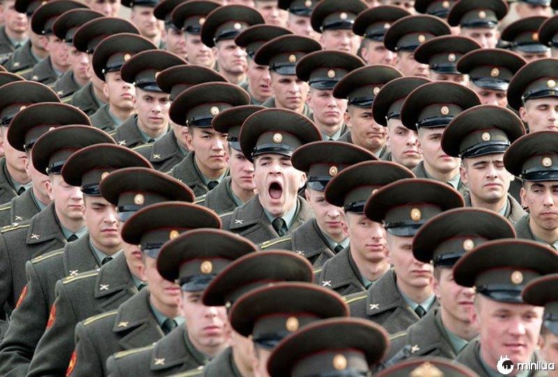 Soldado-bocejando-perfeito-tempo