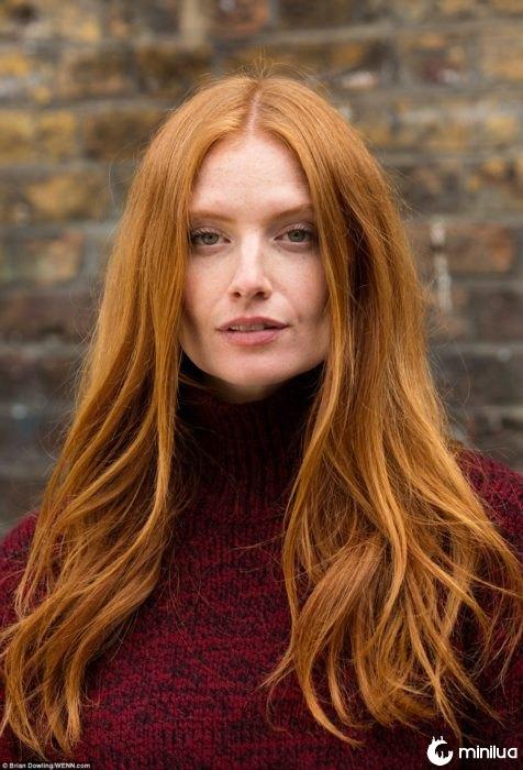 elegante mulher de cabelos vermelhos