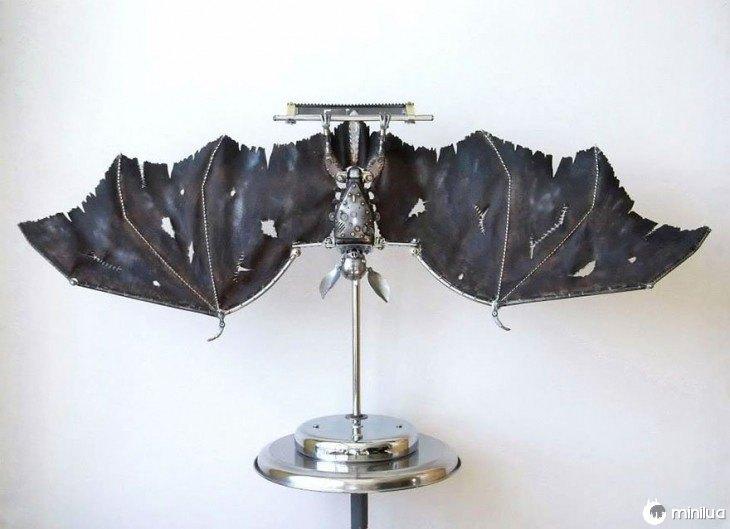 Murcielago feito de lixo Igor Verniy