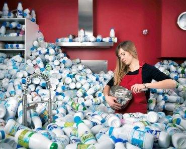 Esse fotógrafo armazenou resíduos por 4 anos para alertar sobre excessivo consumo de embalagens