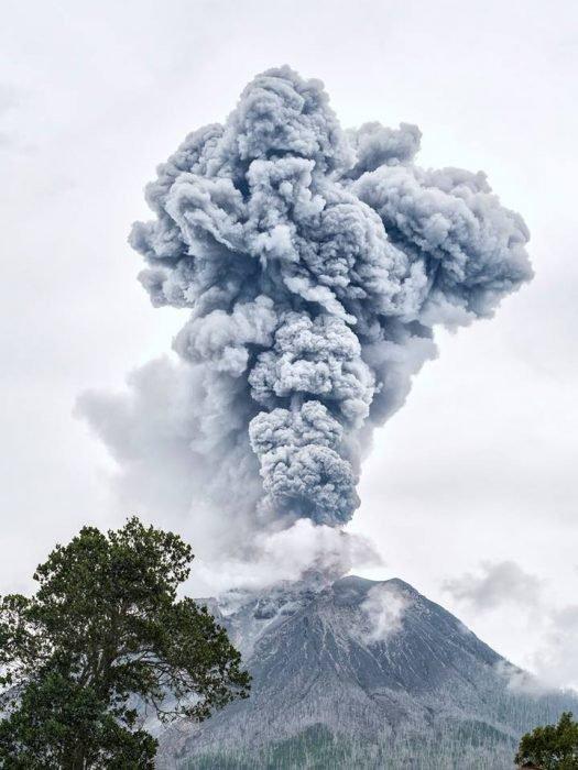 Se cuela a una ciudad volcán y toma estas fantásticas fotografías 2
