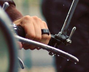 Com este anel, você pode sentir os batimentos cardíacos da pessoa que mais ama em tempo real