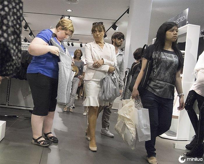 Mulher, comprando, roupas