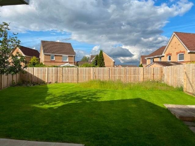 Casal forçado a transformar o jardim em terreno baldio após gastar quase 28 Mil dólares nele | Minilua