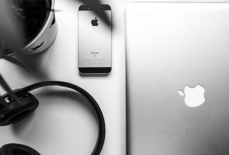iphone se sul tavolo