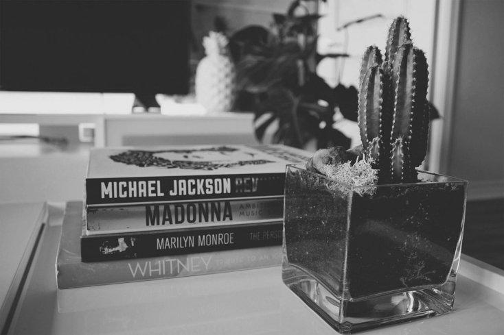 famosi libri di cantanti in bianco e nero