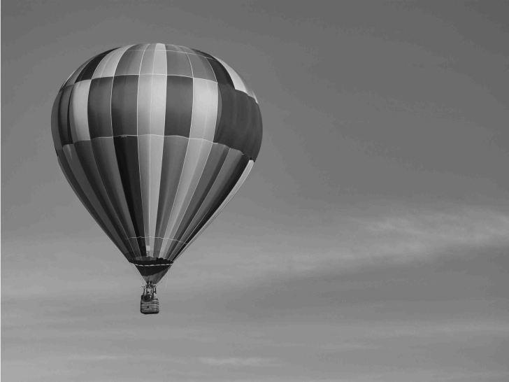 mongolfiera in bianco e nero