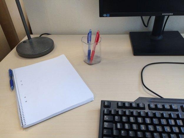 Så här ser det oftast ut på Fru Minimalists arbetsplats.