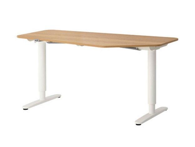 Höj- och sänkbart skrivbord Bekant från Ikea.