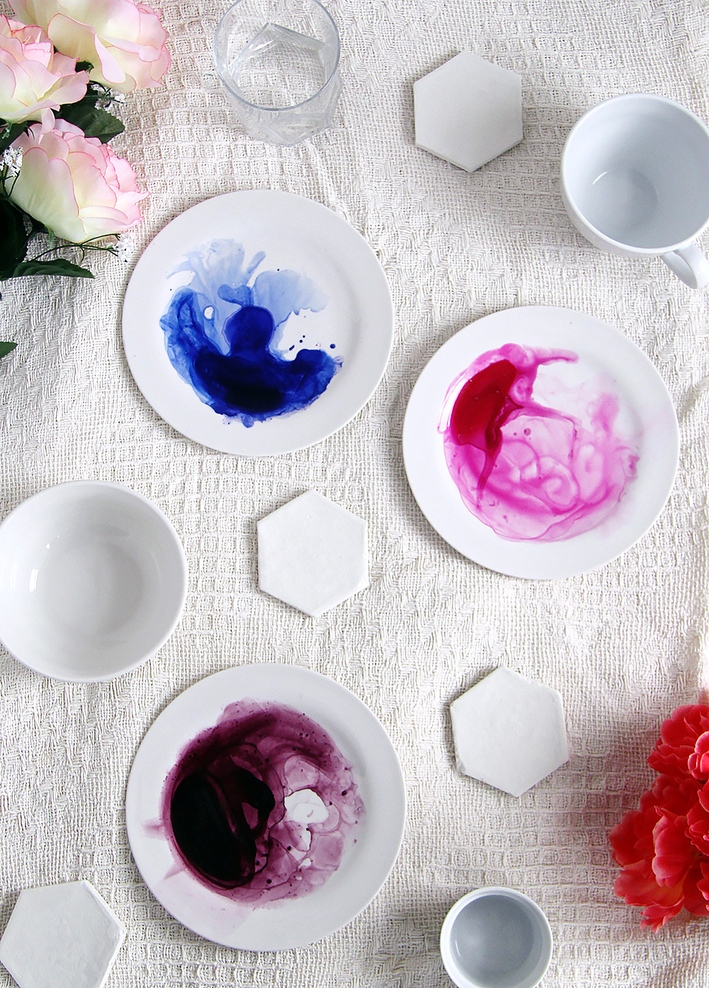 DIY Geschenke können richtig DELUXE sein. Auf minimalistmuss findet ihr eine ganze Sammlung dieser einzigartigen Selbstmachgeschenke. Hier DIY-Watercolour-Plates
