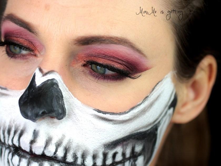 minime-is-nachgeschminkt-half-skull
