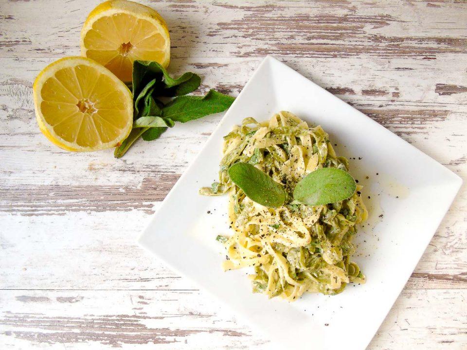 Tagliatelle mit Salbei und Zitrone