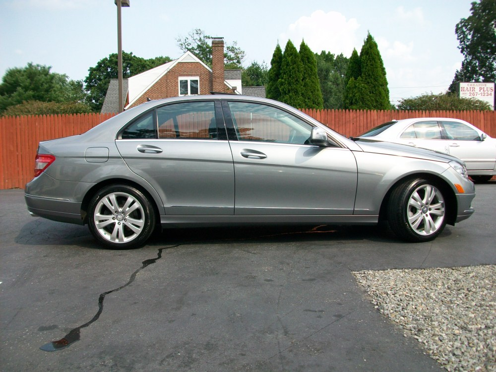 2008 Mercedes-Benz C300 4Matic luxury sedan for sale in Beirut, Lebanon (5/6)