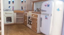 El Cheapo Dollhouse gets a kitchen…