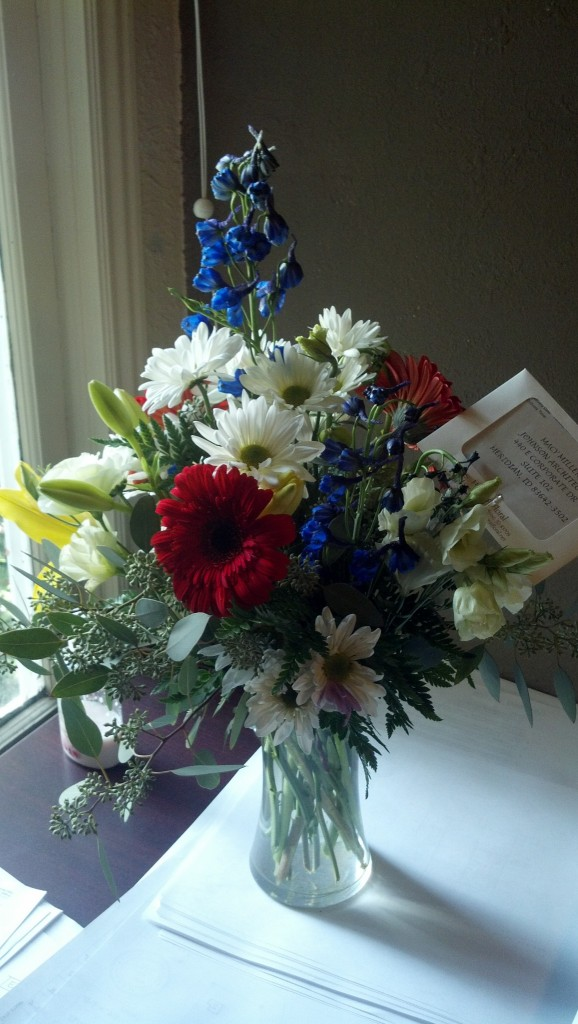 My mom's office sent me some get well soon flowers, they are pretty and smell so good!