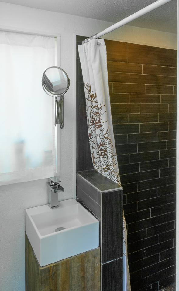 tiny house bathroom ideas.  MiniMotives Professional Photos