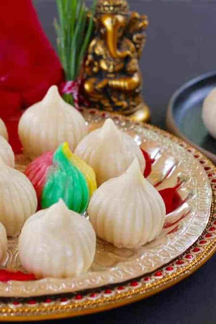 Ukadiche Modak {sweet rice dumplings with coconut filling}
