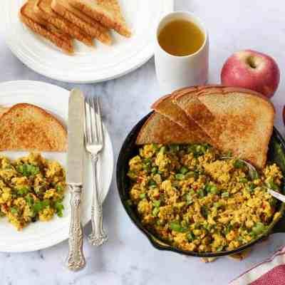 Egg Bhurji {Indian scrambled eggs}