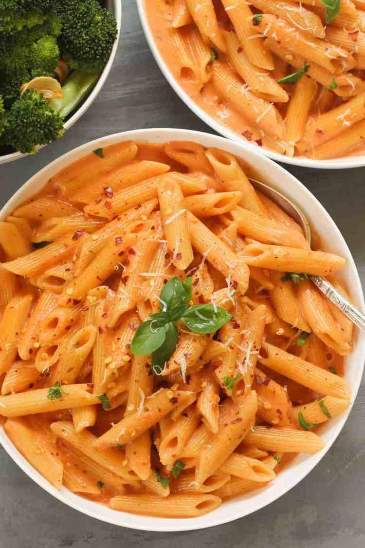 EASY Pasta with Tomato Cream Sauce