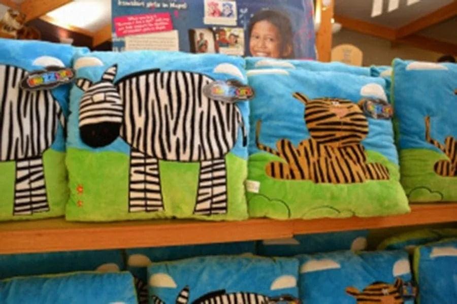 gift shop marwell-wildlife-winchester-wildlife-everywhere-www.minitravellers.co.uk
