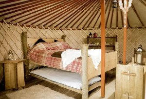 grey-willow-yurts-bed-2-574x389