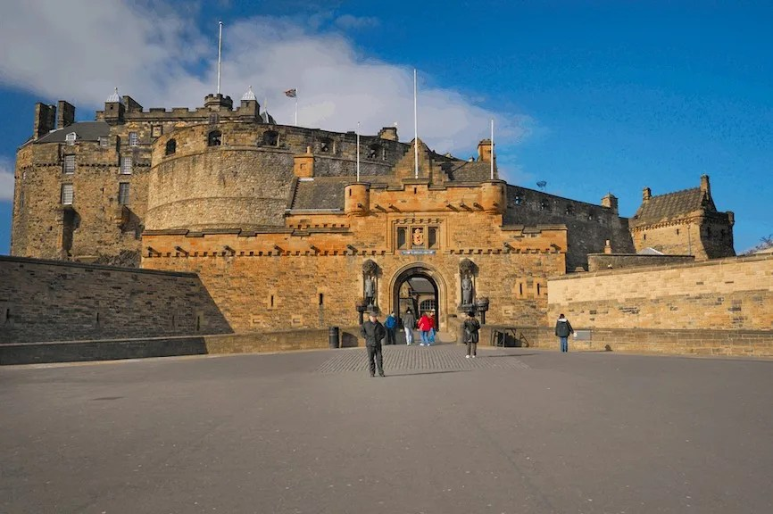 Visiting Edinburgh Castle as part of the 7 Places to Visit on a Family City Break in Edinburgh www.minitravellers.co.uk