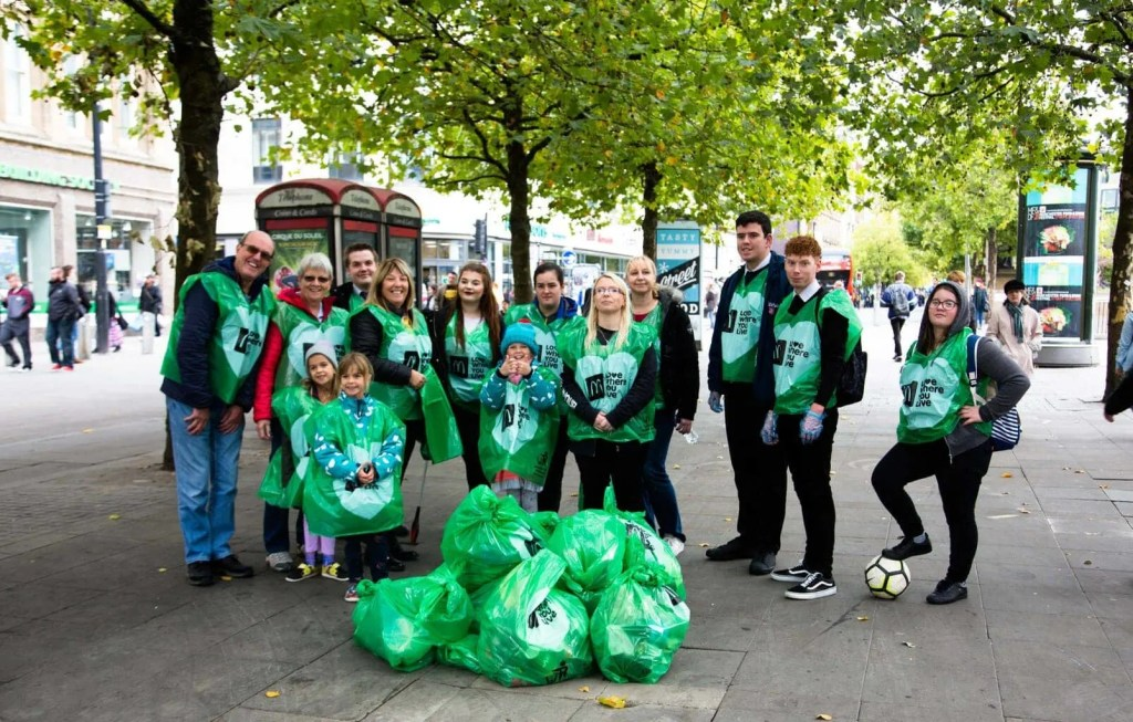 Litter Picking with McDonalds | Love Where You Live