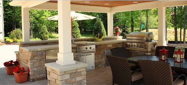 outdoor kitchen bar ceramic drawer pulls kitchens bars minks professionals oak hill create a spectacular or so that your family and guests can enjoy luxury living in the beautiful outdoors