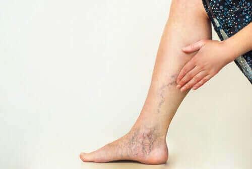 ロックダウン中に腳の血液循環を改善する方法 — みんな健康