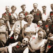 Groepsfoto toneelvereniging jaren '50