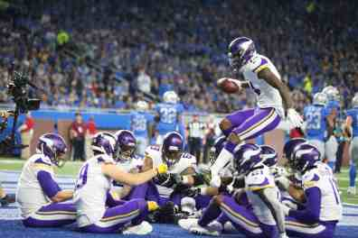 The 5 Best Celebrations of the Vikings Season