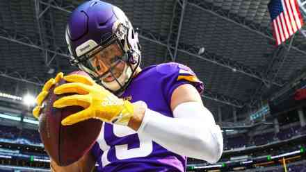 Thielen and Beebe Take FG Holder Reps Saturday at Training Camp