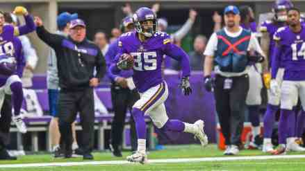 Vikings Bring Marcus Sherels Back Too