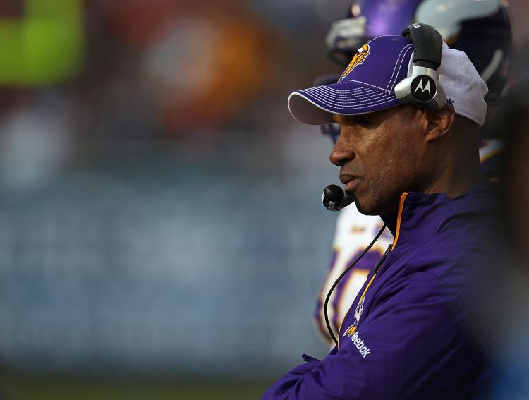 Photo of Vikings coach Leslie Frazier on the sidelines