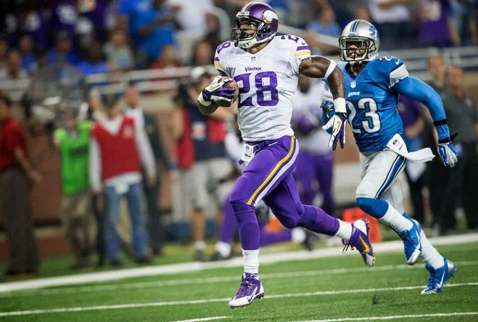 Photo: Adrian Peterson vs the Detroit Lions