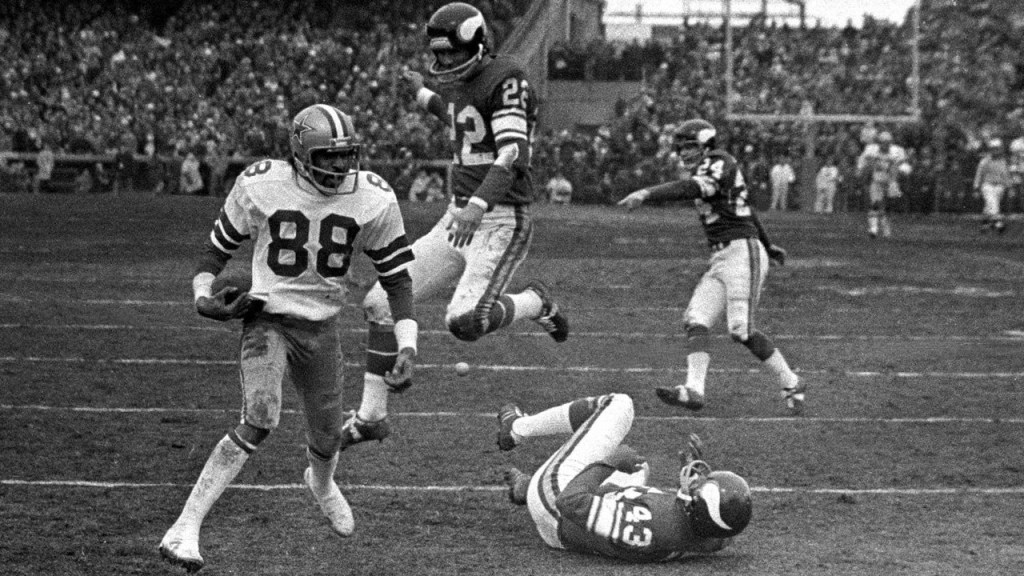 Photo: Drew Pearson pushes off against Nate Wright to steal a Super Bowl appearance from Vikings